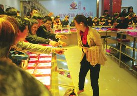 Chinese Citizens Buying Gold